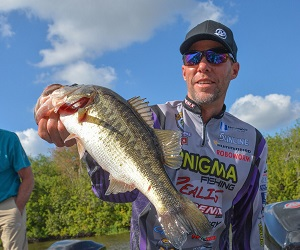 Aaron Martens with a bass from Lake Okeechobee in Florida. (Joel Shangle/BassFIRST)