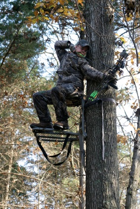 Climbing Treestand Bowhunter