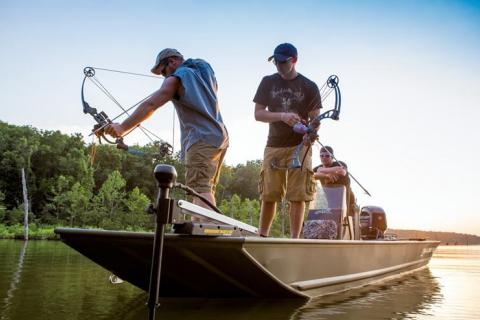 News & Tips: Experts on Bowfishing & Bowhunting Featured on Bass Pro Shops Outdoor World Radio...