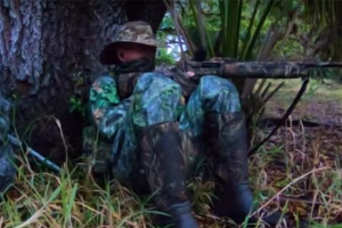 Florida turkey hunter up next to a tree